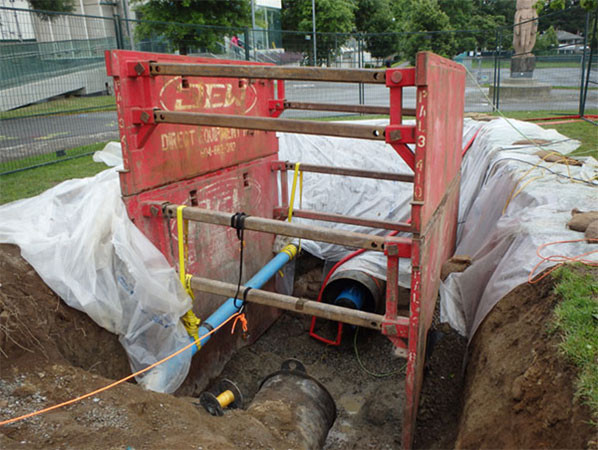 Water Main Access Point: Confined space standby.