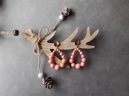 Créoles Julia en perles rose corail (grand modèle)