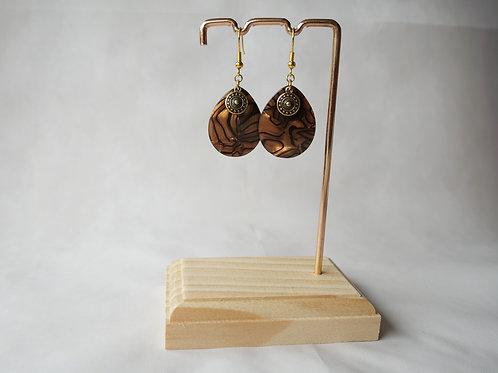Boucles d'oreilles Anissa - Gouttes acétate marron nacré, médaille boho et inox