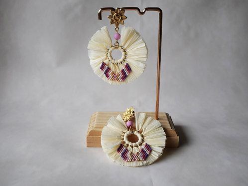 Boucles d'oreilles Summer raphia et perles miyuki : créme et mauve