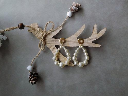 Créoles Julia en perles nacrées crème (grand modèle)