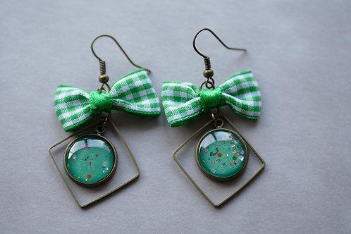 Galaxea vert émeraude - boucles d'oreilles cabochons pailletés et noeud vic