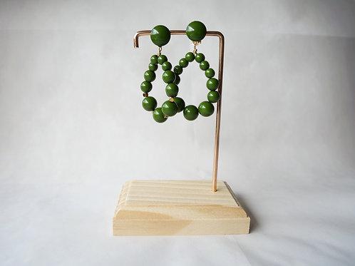 Boucles d'oreilles Julie, Créoles en perles résine vert olive, Bijoux vintage