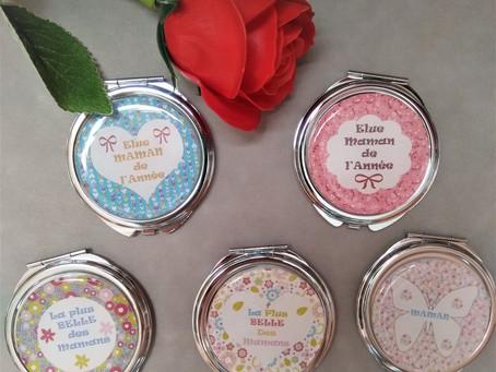 Idées cadeau pour les mamans : un miroir de poche pour lui montrer votre amour en toute utilité