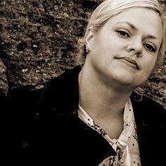 Janine de Barse pianist keyboardist singer Darks Common Underground