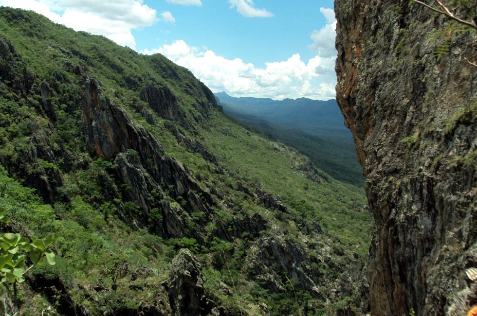 Vista do Mirante Vão do Rio Claro. Caminho para a Ponte de Pedra, Cavalcante-GO.