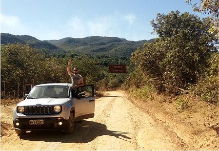 Morro da Baleia na estrada que liga Alto Paraíso e a Vila de São Jorge na Chapada dos Veadeiros Jeep Renagade