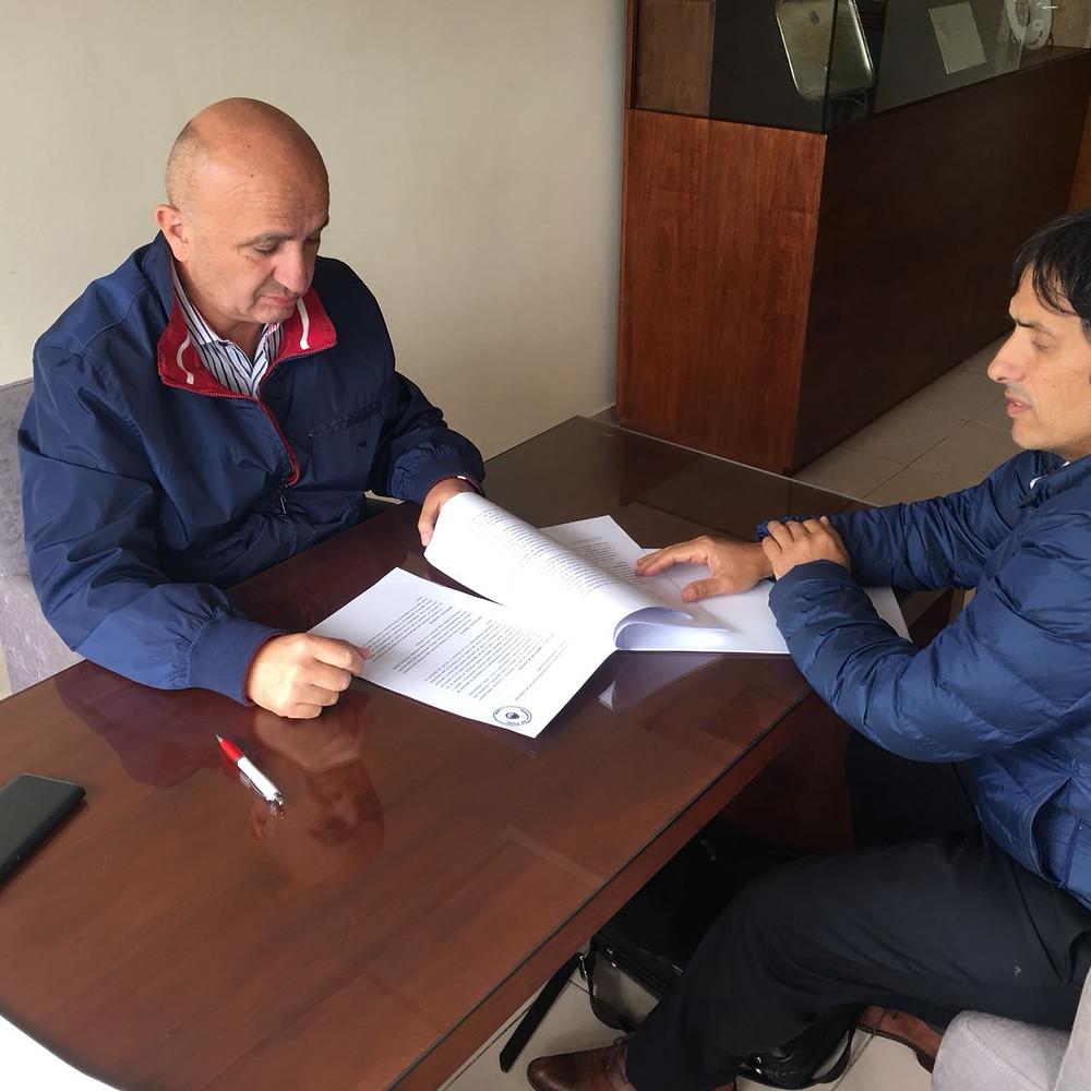 El Dr. Alejandro Gorrini junto al presidente del Club A. Lanús, Nicolás Russo
