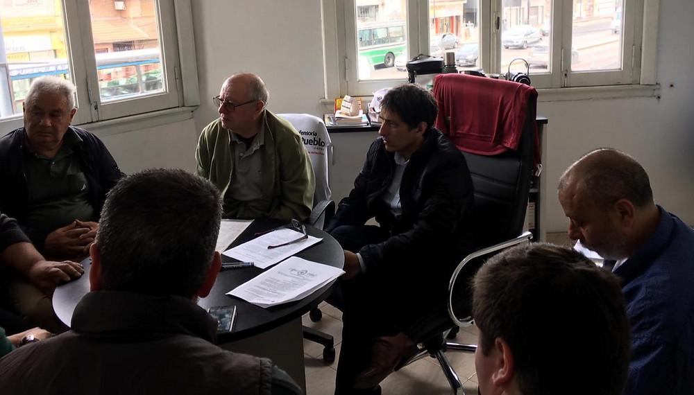 El Defensor del Pueblo del Partido de Lanús, el Dr. Alejandro Gorrini junto a los vecinos