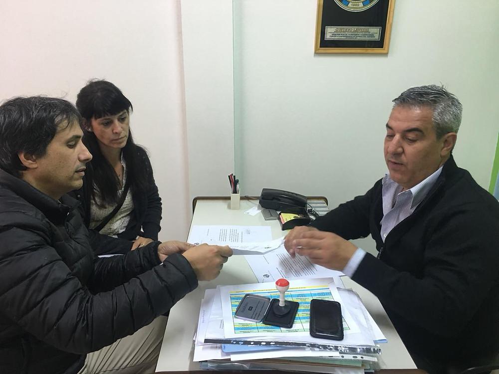 Ana Carolina Crosa y Alejandro Gorrini junto a Gustavo Lavezzi