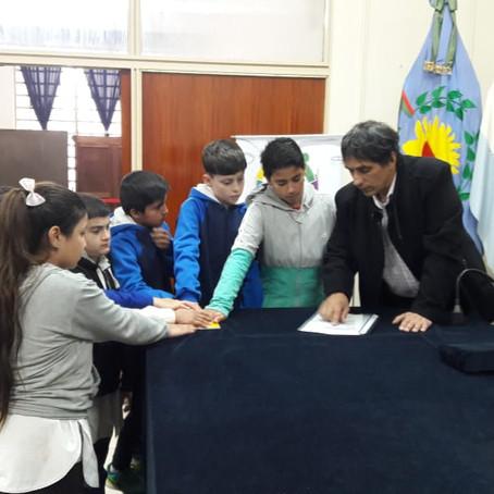 Los alumnos de 5to Año de la Escuela Nº42 finalizaron el programa Eligiendo al Defensor Infantil