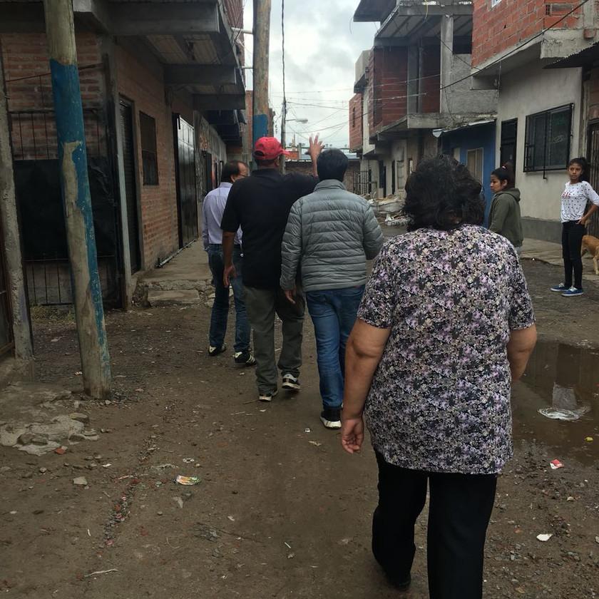 El Defensor del Pueblo de Lanús reccorriendo el Barrio Pampa