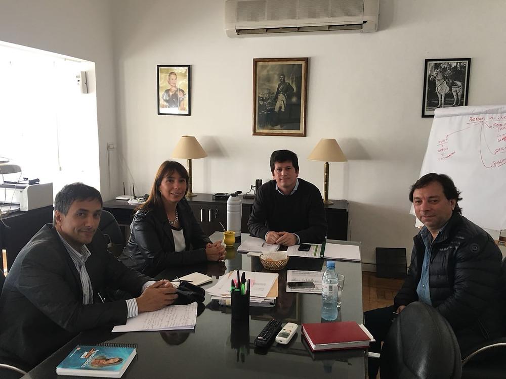 Alejandro Gorrini, Daniel Marciano y Florencia Barcia junto a José Echart Mandón