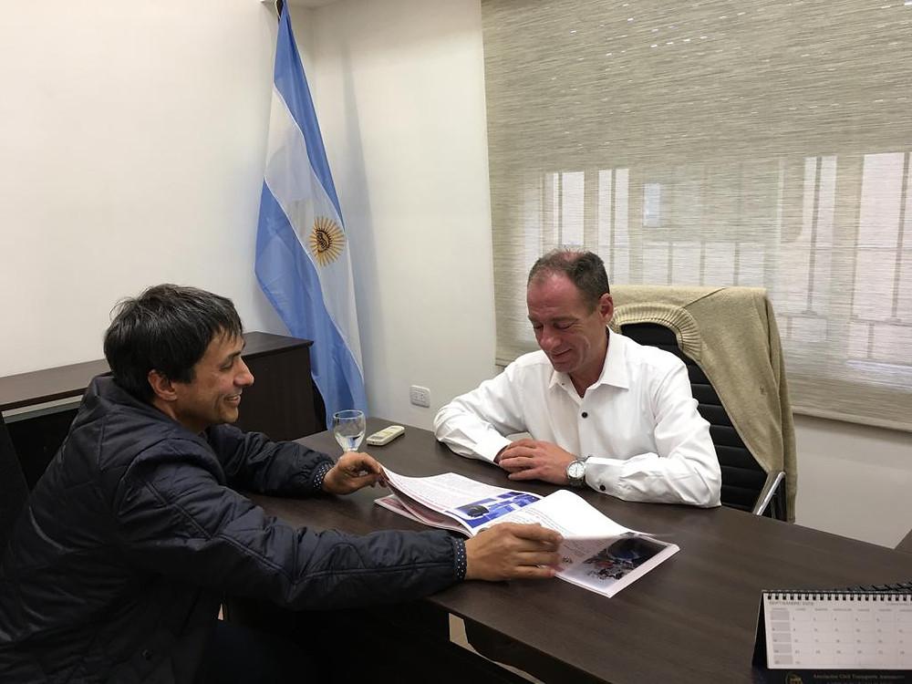Alejandro Gorrini junto al presidente del Honorable Concejo Deliberante, el Concejal Marcelo Rivas Miera