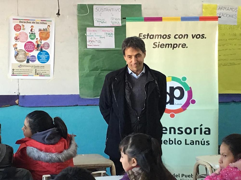 Alejandro Gorrini, visitó a los estudiantes de quinto grado de la escuela 72 de Villa Jardín.
