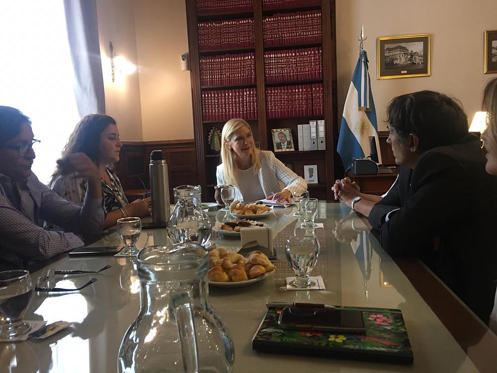 Gorrini junto a sus pares del Consorcio de Defensores del Pueblo Municipales de la Provincia de Buenos Aires, presentaron ante la vicegobernadora la misión de las Defensorías del Pueblo locales