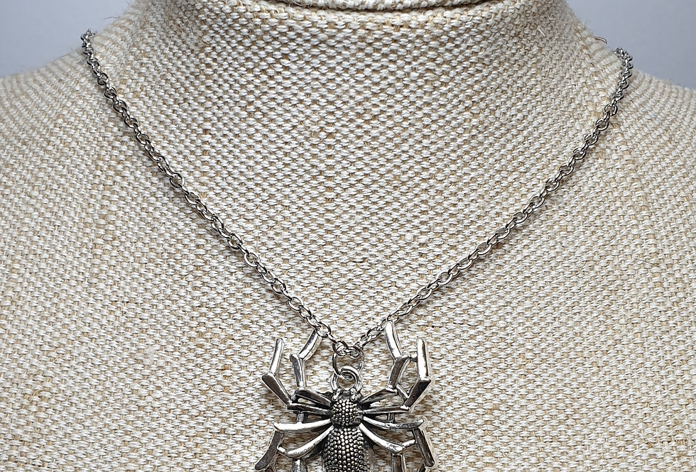 Spider Necklace Angular Legs, Silver
