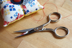 Scissors 1-x-1080-thread-snips