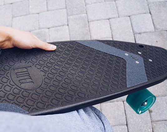 Making Waves With Fishing-Nets Turned Skatboards