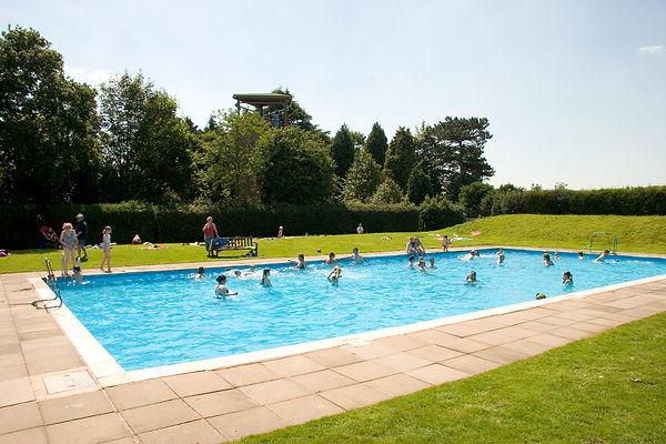 outdoor-heated-swimming-pool-fi.jpg
