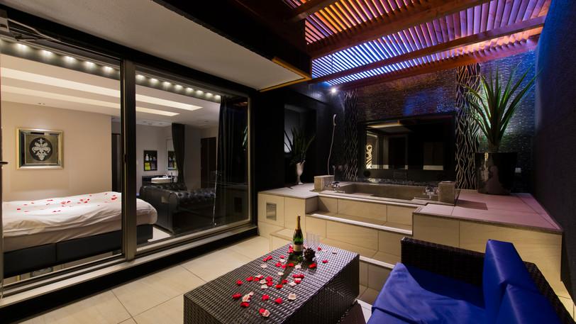 Aタイプの客室には露天風呂をご用意しております。特別な時間をお過ごしください。