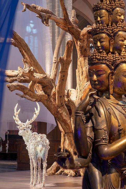 Center Ai Weiwei Tree, gathered discarde