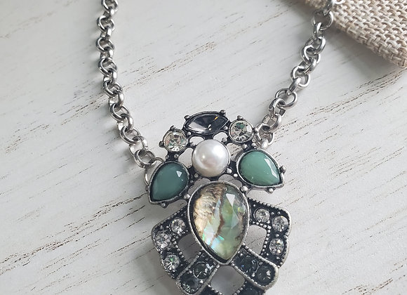 Sparkling Feature Necklace