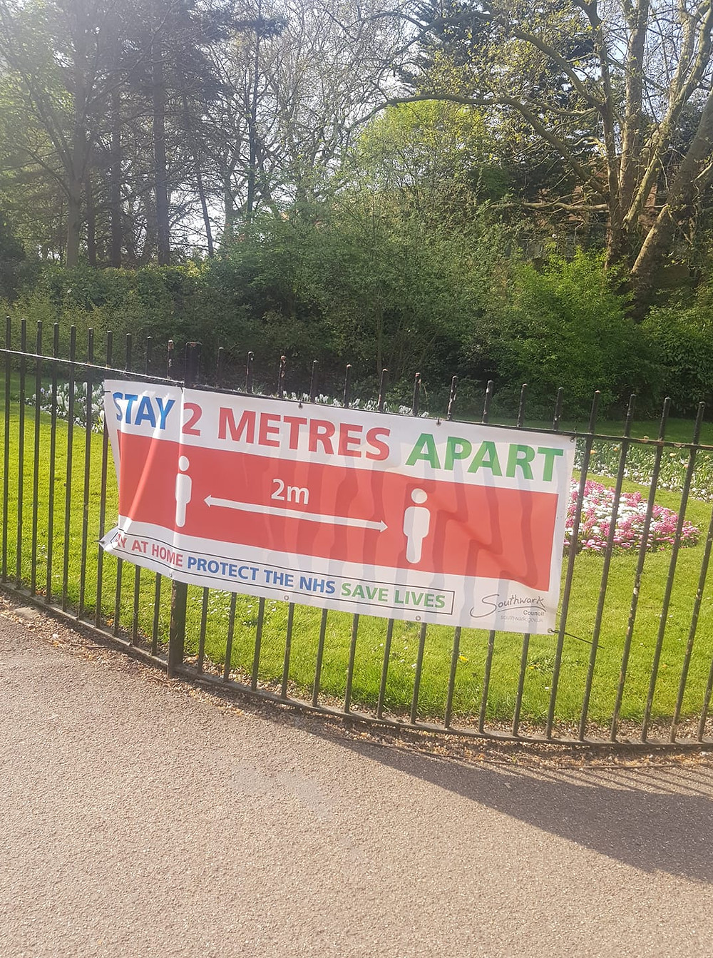 Social distancing poster Southwark Park