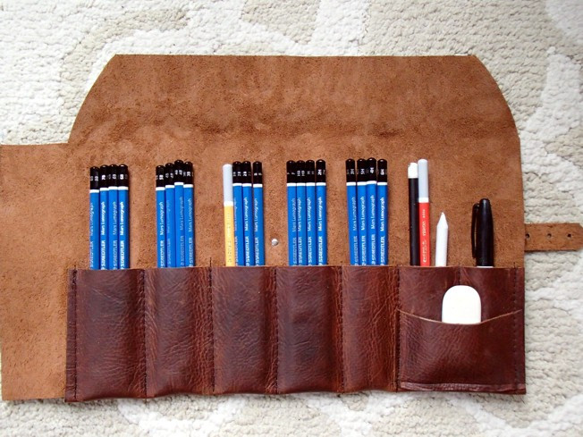 leather pencil roll, paintbrush roll, leather paintbrush roll, Paintbrush  holder, pencil case, leather pencil carrier, pencil rollup, leather rollup