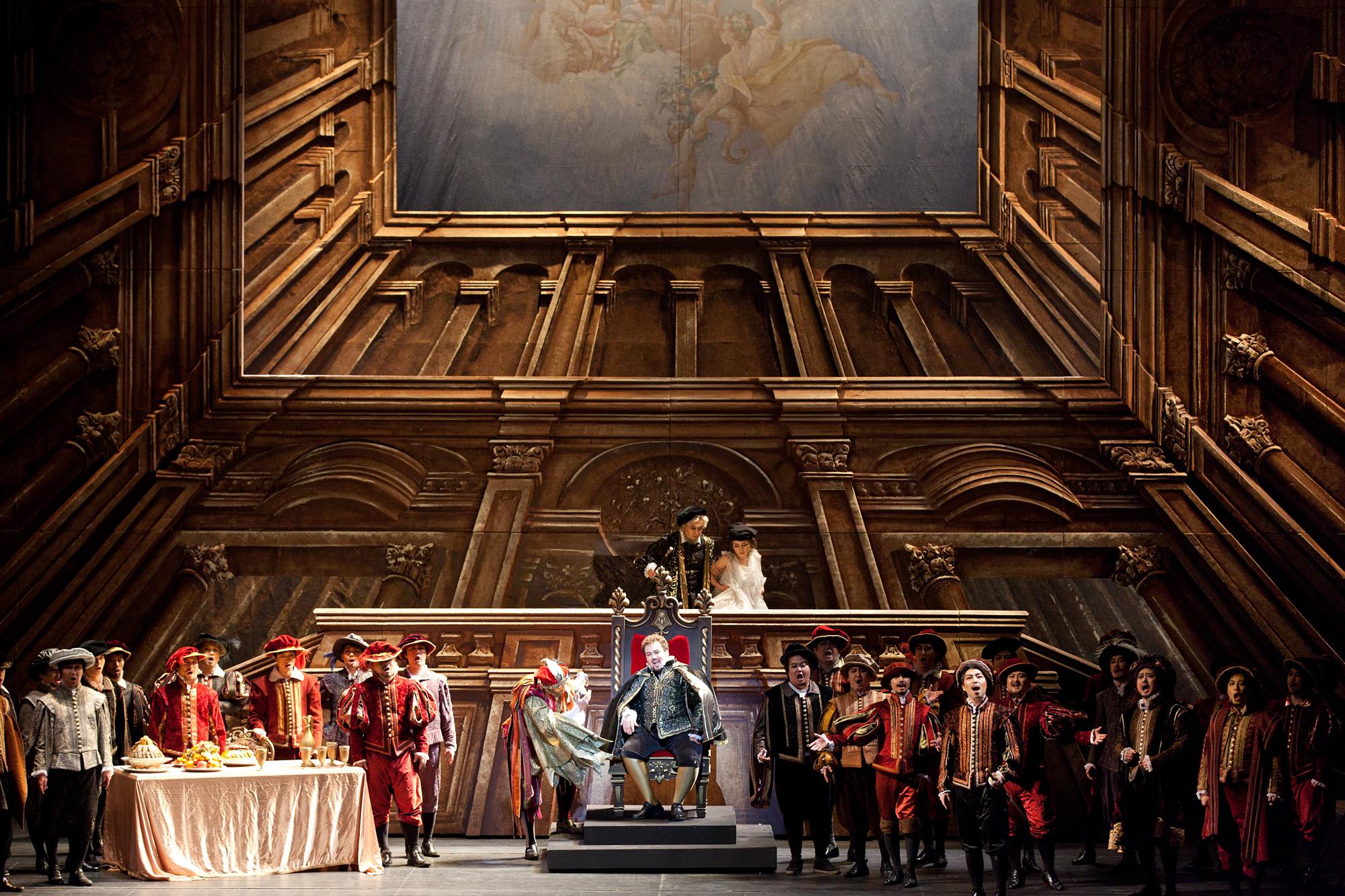 Rigoletto Atto I Regia Hewitt.jpg