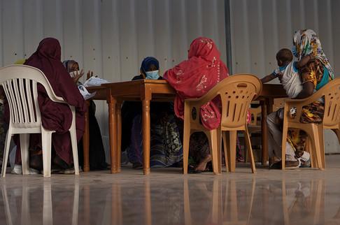 Un groupe de femmes affectées par le virus du SIDA est accompagné médicalement et psychologiquement par l'association Solidarité Féminine, à Djibouti Ville.