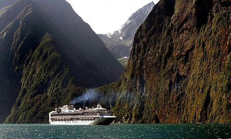 cruise-ship-1775445_1280.jpg