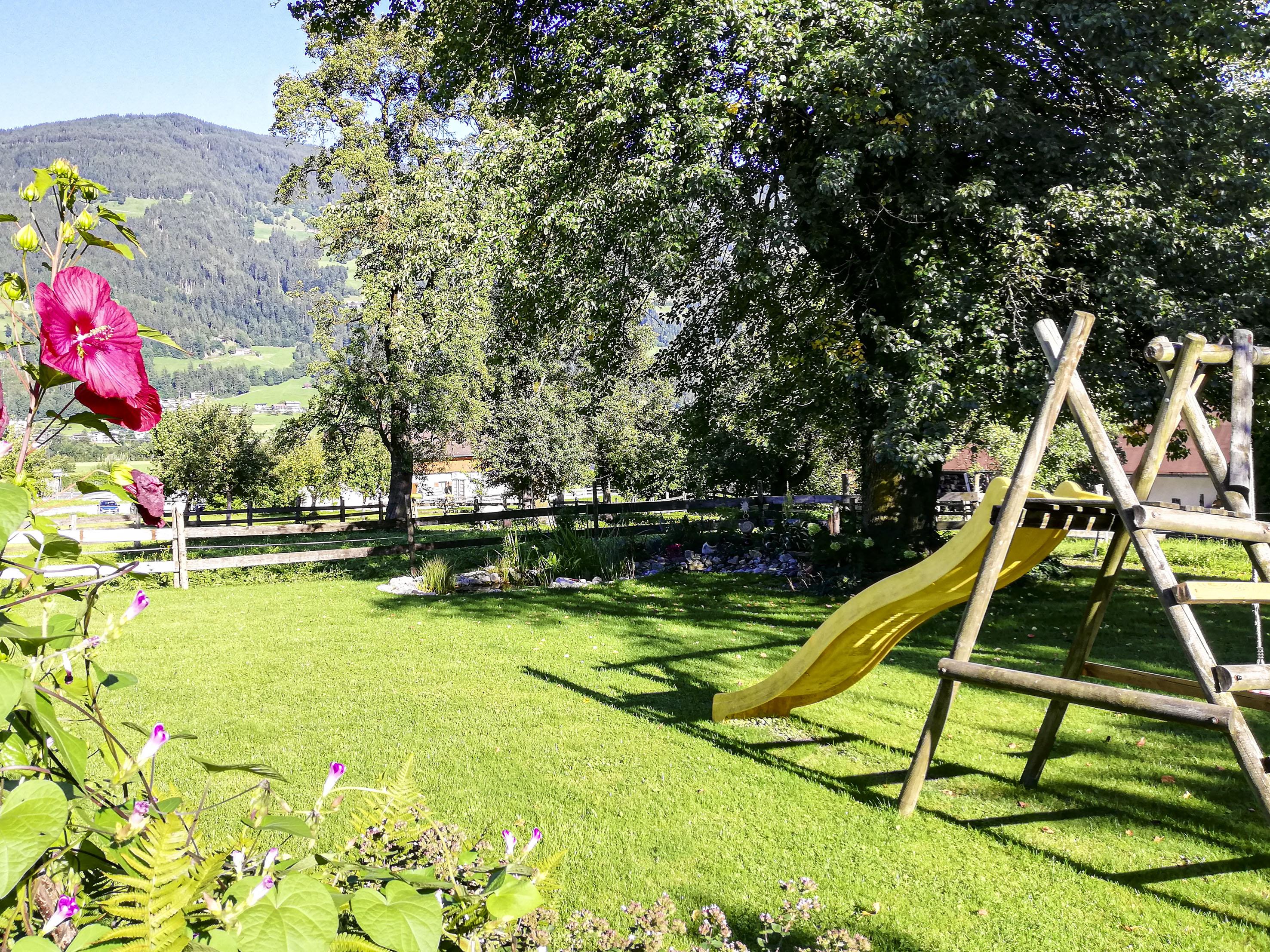 Garten mit Rutsche
