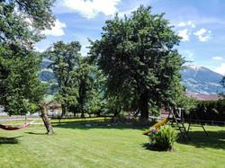 Garten und Spielplatz