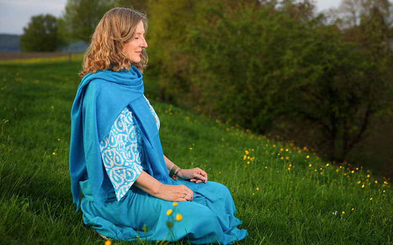 Online Meditation Teacher Training with Sampriya live from the Himalayas in India