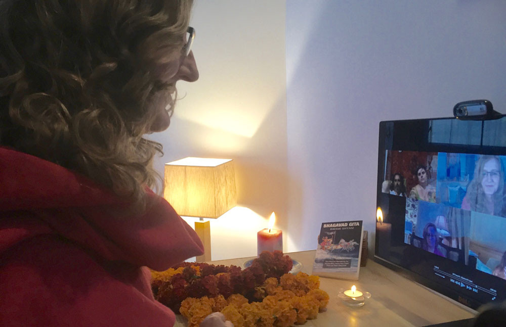 Online Meditation Teacher Training live from the Himalayas in India with Sampriya