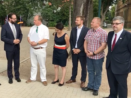 Justizminister Gemkow übergibt Fördermittelbescheid