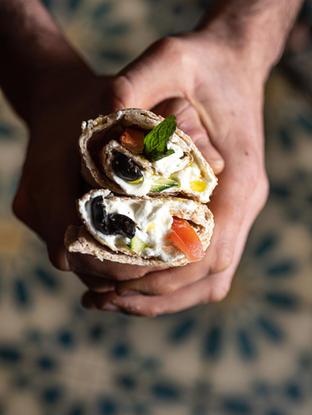 Saj Labneh. Hay varias maneras de viajar a Beirut: comerse un Labneh Saj es una de ellas. Si no sabes lo que es Labneh, bueno, no lo pienses dos veces, ese es el elegido para ti. Es un queso suave libanés a base de yogur sin el que ningún Libanes puede vivir.