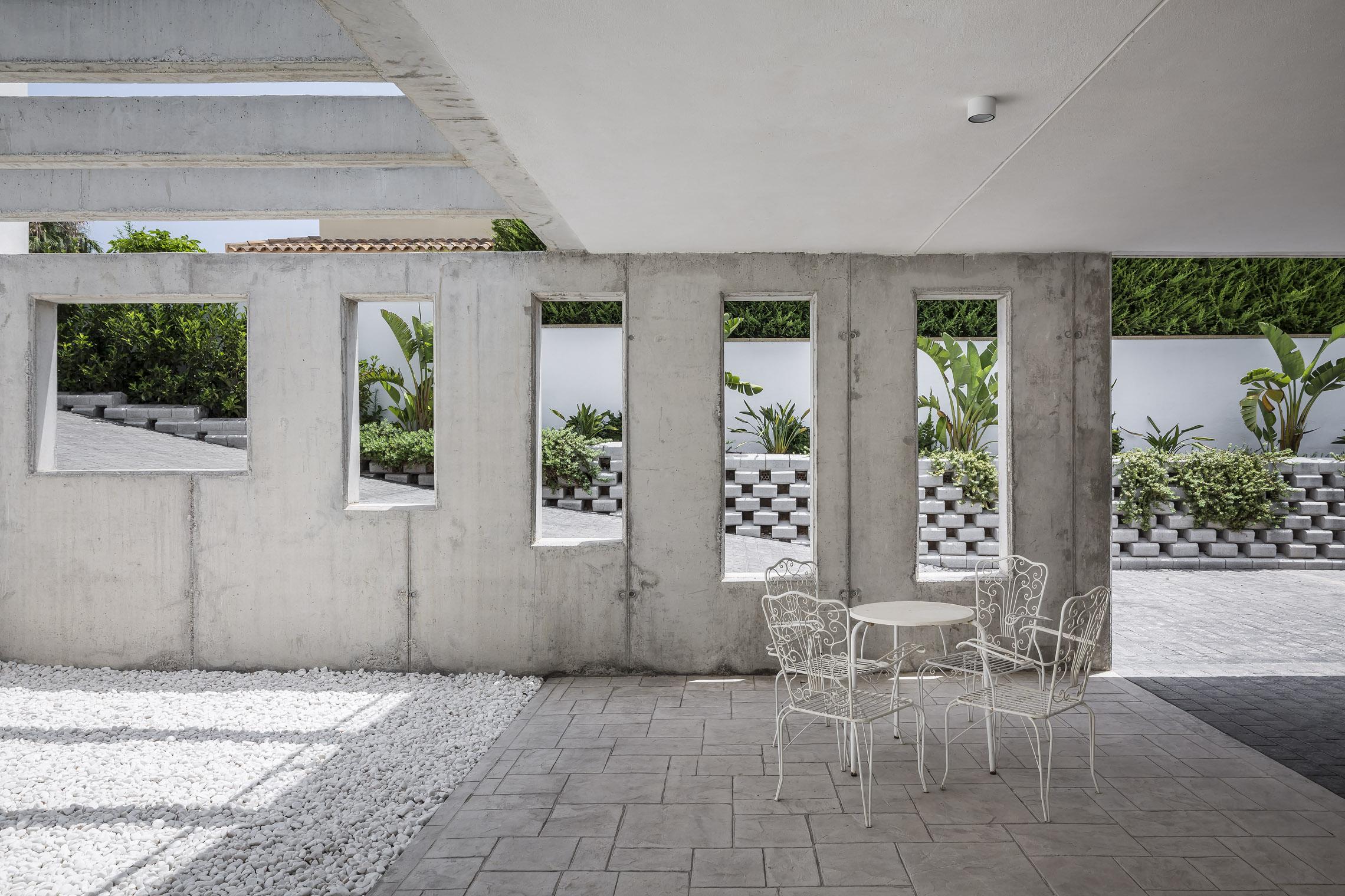Vista hacia rampa desde acceso de servicio. Casa Alicante.