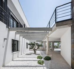 Vista del patio interior en semisótano. Casa Alicante.