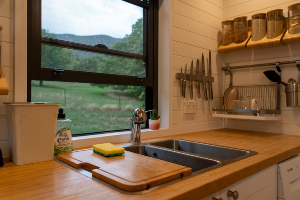 Kitchen sink & knife rack