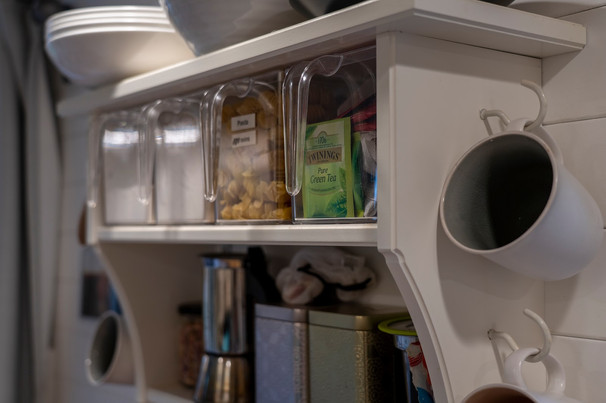 Kitchen Shelves & Mugs
