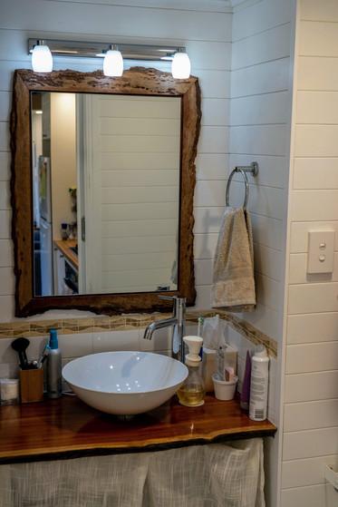 Bathroom sink & mirror