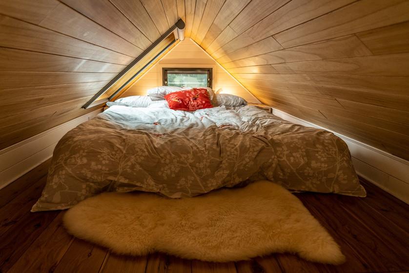 Bed & Sheepskin mat