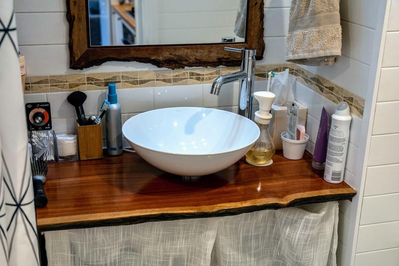 Bathroom sink & bench