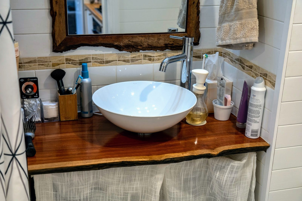 Bathroom sink & bench