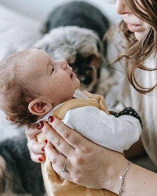 mother newborn baby support group therapy