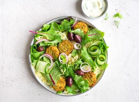 Griekse Salade met Falafel, Risoni en Olijven