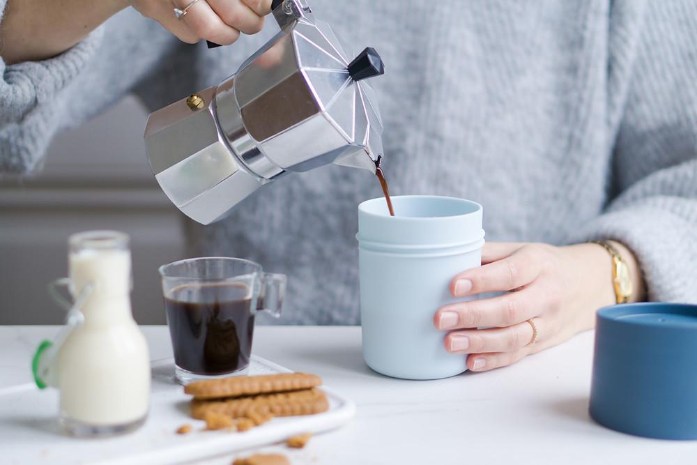 Herbruikbare koffiebeker voor take-away ©FoodLove