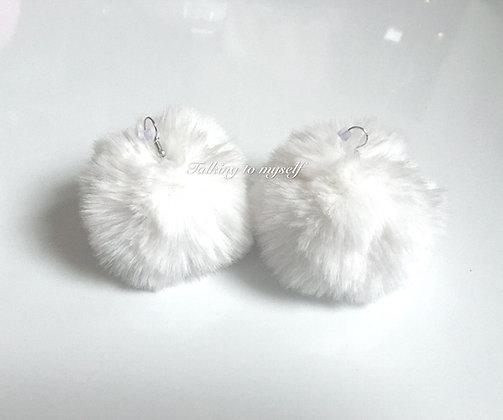 Pompom korvakorut - white